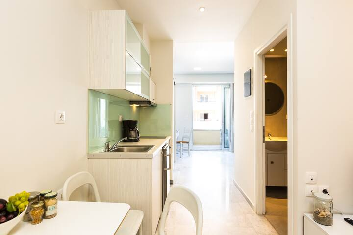 Spacious Renovated Apartment  | Beach Road