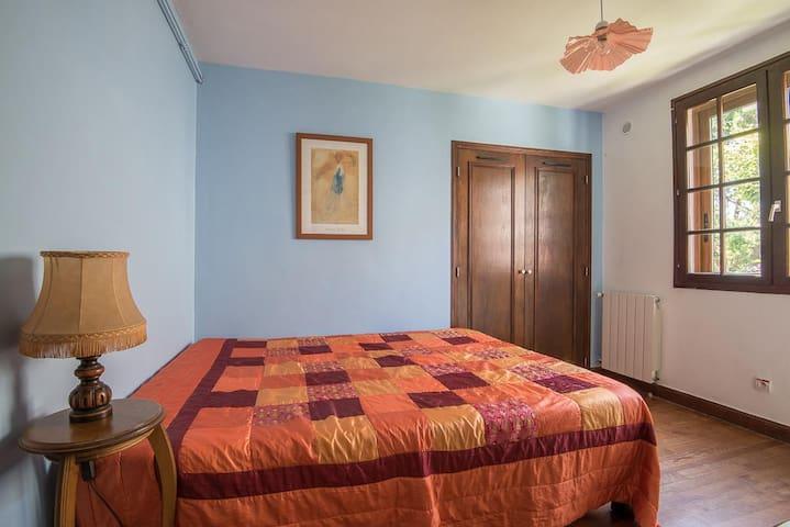 chambre 1 avec lit double de 1m60, pouvant le séparer en 2 lits de 0m80
