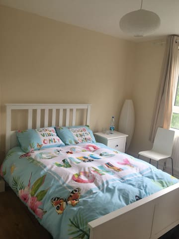 BRIGHT COZY DOUBLE ROOM IN A GREAT LOCATION