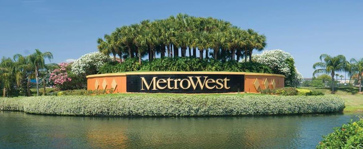 Quarto na melhor região de Metrowest Orlando, FL.