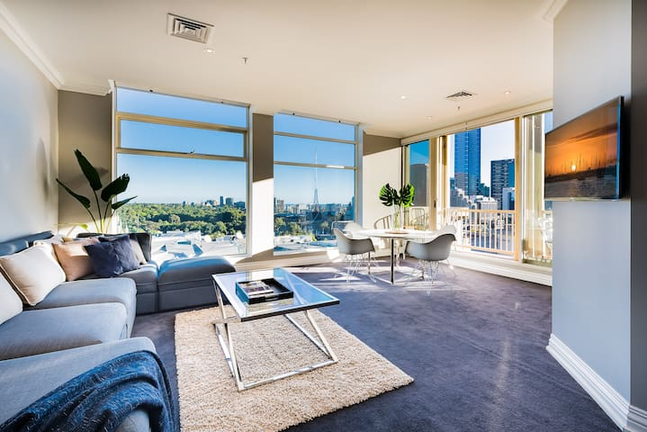 Ious And Comfy Living Room With Breathtaking Views Everything Melbourne Has To Offer
