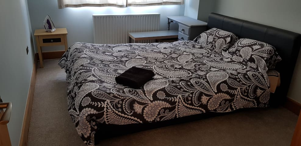 Cosy Room Northampton with Parking