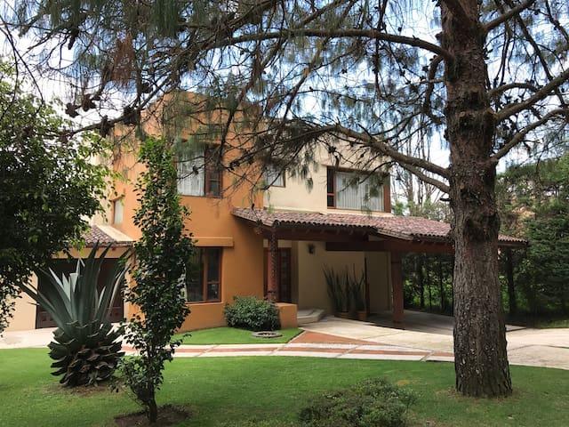Hermosa Casa de Fin de Semana en Rancho Avandaro - Valle de Bravo - House
