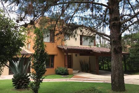 Hermosa Casa de Fin de Semana en Rancho Avandaro - Valle de Bravo - Hus
