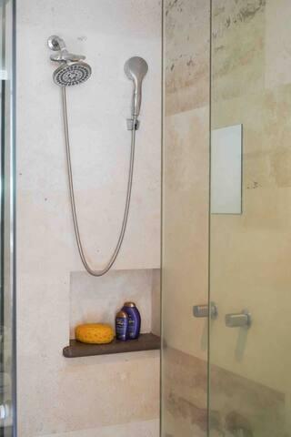 En Condesa,  preciosa habitación con baño privado
