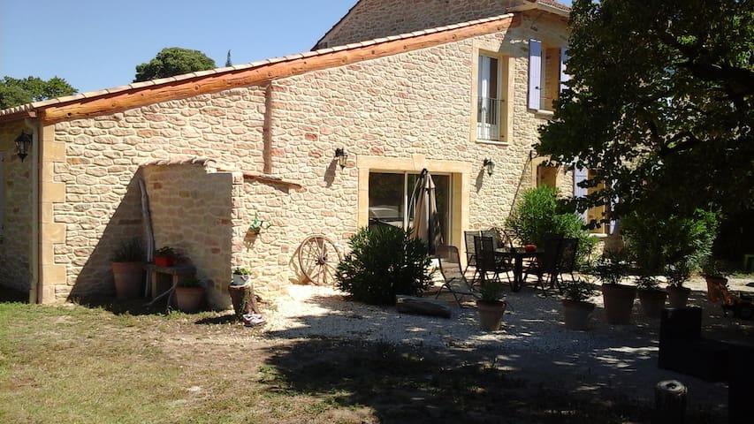 Chambre dans mas très proche Pont du Gard - Sernhac - บ้าน
