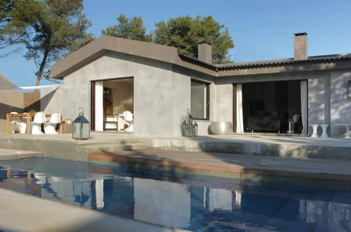 CASCAIS HOLIDAY VILLA WITH PRIVATE POOL