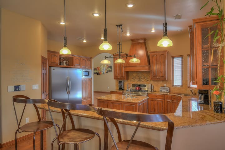 Custom home with great views-Entire Home