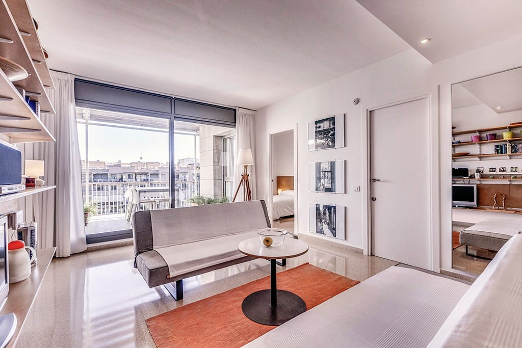 LOUNGE: with direct access to the private terrace