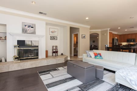 2 Private Bdrms: Gentle Oasis: (breakfast included - House