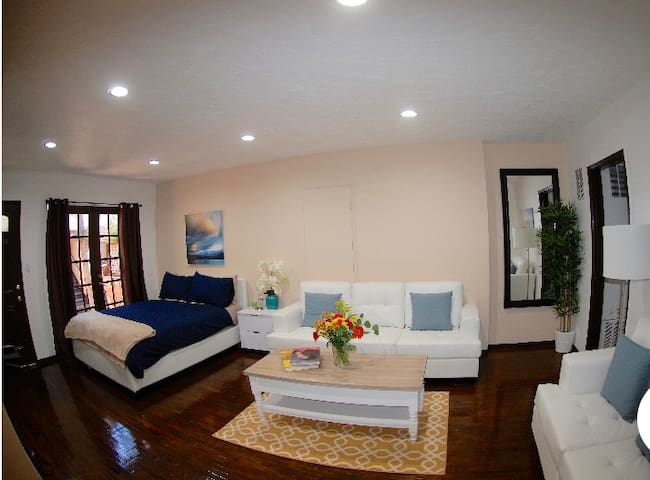Private 2 Bedroom in West Hollywood1
