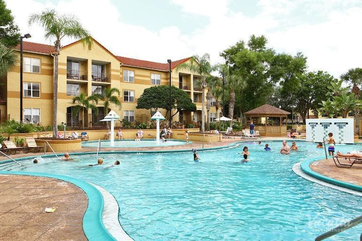 VALUE DEAL! PERFECT 1BR APT, POOL, FREE SHUTTLE