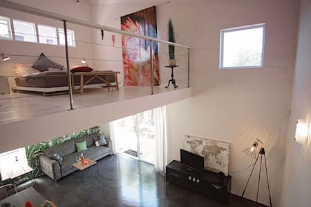 Loft Apartment with own lush terrace - Le Cap
