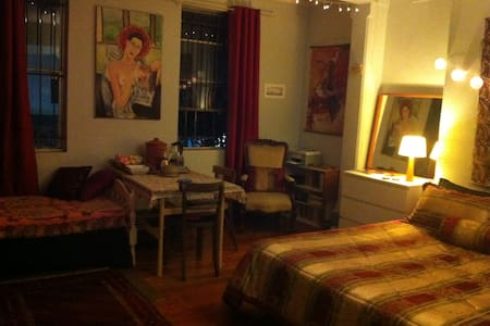 Big bohemian studio downtown - The Art Asylum - Redfern - Apartment
