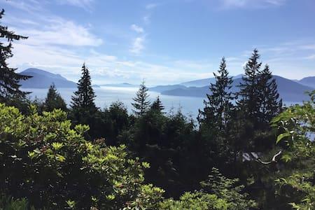 Garden Retreat suite near major tourist locations