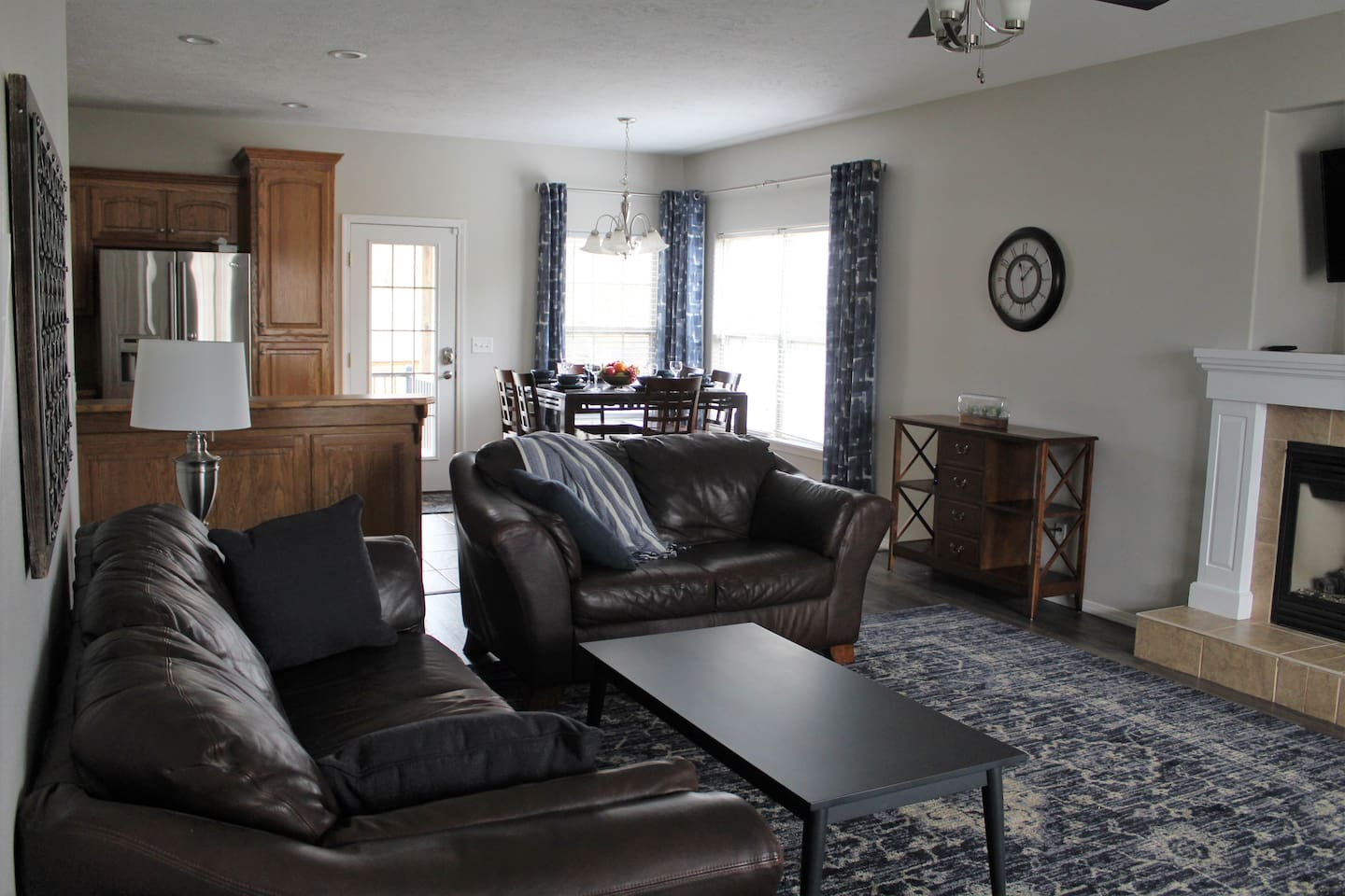 Large Open Room, Kitchen, Dining, and Livingroom