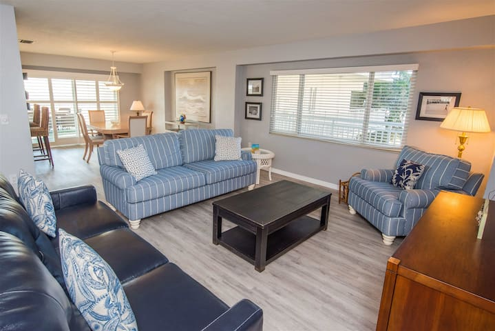 REZRentals - Jamaica Royale #203-Newly Updated 2 Bed/2 Bath Gulf View!