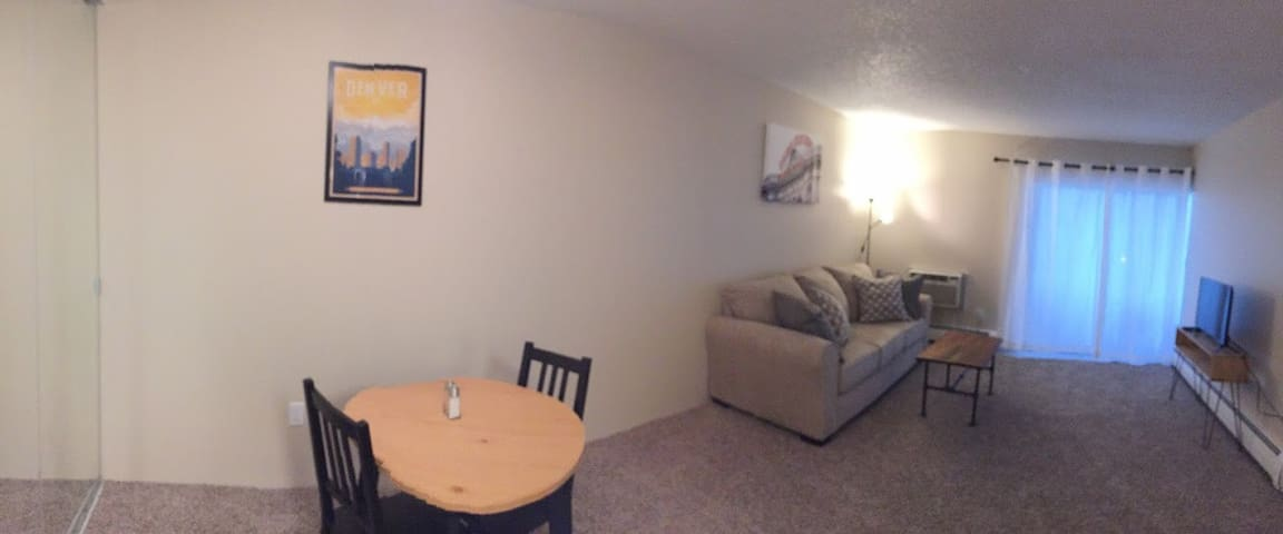Adorable condo minutes from Denver attractions!