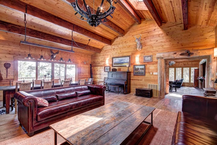 Spacious Lodge On A Private Mountain Ranch!