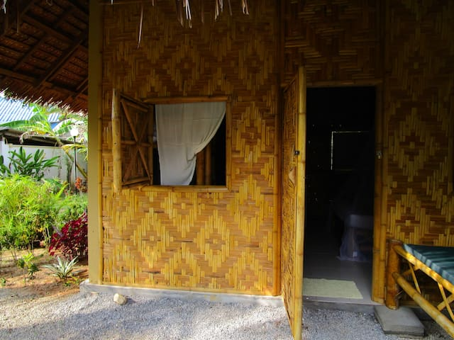 family bamboo bungalow 2 bedrooms for 2 adults and 2 chidren 2 - 12 years max length 1m65