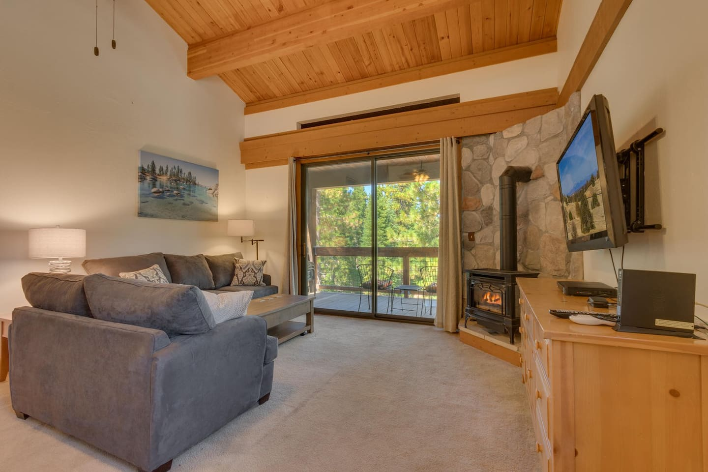 Let me give you a tour of my lofted 1 bedroom space here in the Northstar Tahoe resort!