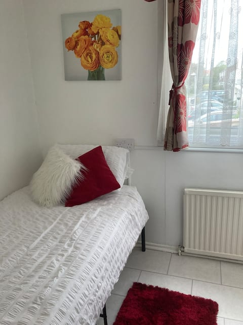 Single room in comfy home