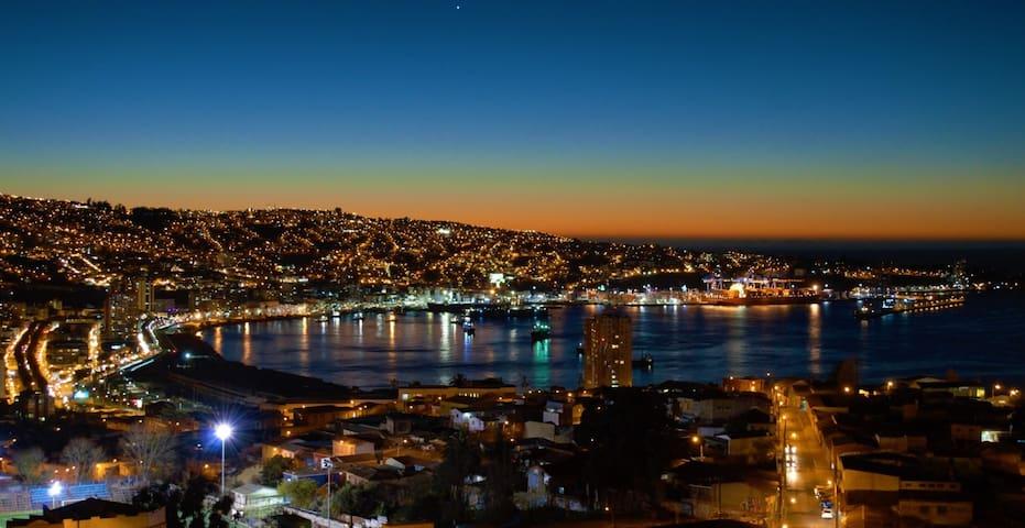 Valparaiso, cerro Baron, foto real desde mi balcón - Valparaíso - Lägenhet