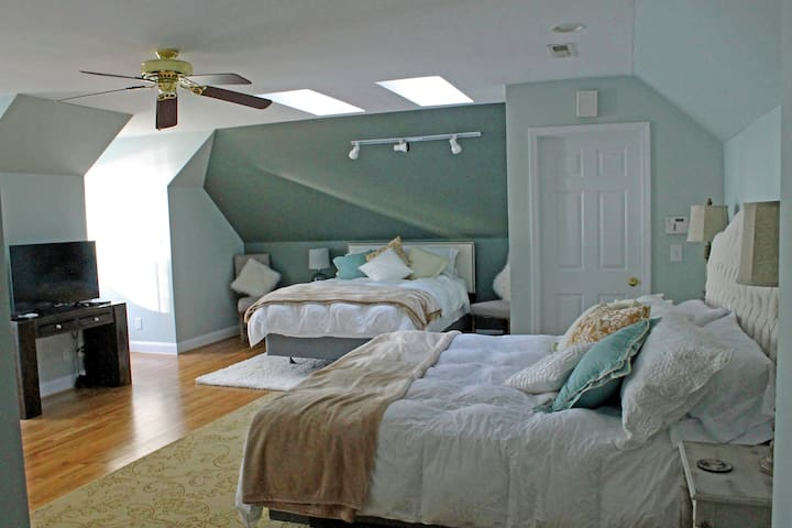 3rd bedroom with a king and a queen bed