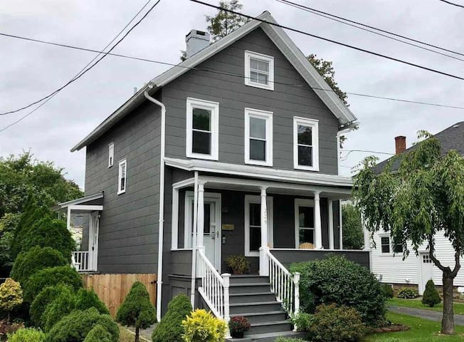 Sunny and Renovated 3BR Farm House by the Rondout