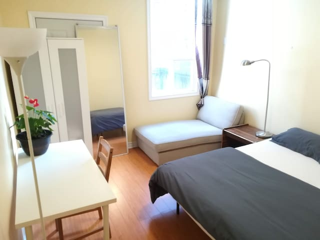 Private Room & Private Ensuite Toilet Downtown T.O