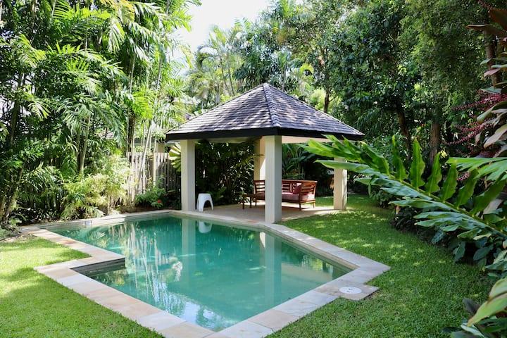Entire Villa - 1 B/R - Own Pool & Garden. Sleeps 2