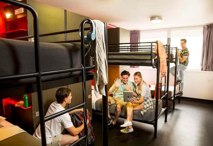1 Bed in a 6 Bed Mixed Dorm (Shared Bathroom)