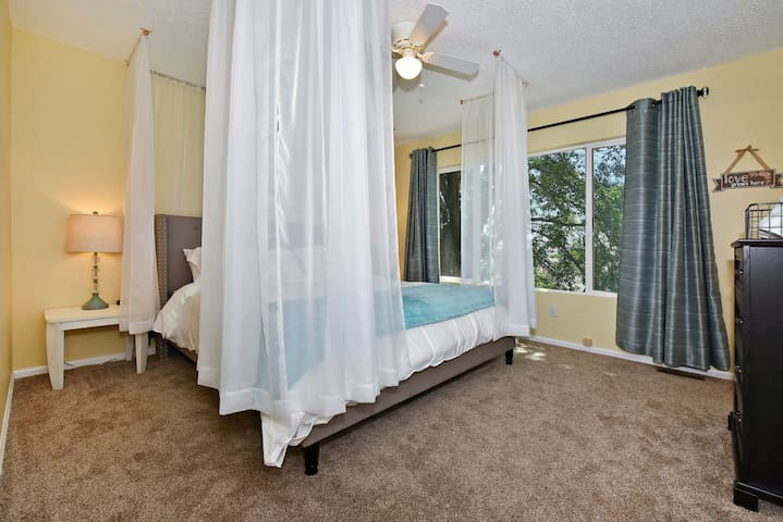 Retire to this romantic, canopy King sized bed, away from the kids after a fun day of sight seeing!
