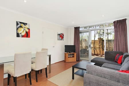 West Ryde apartment, parking, pool, wifi & trains! - West Ryde