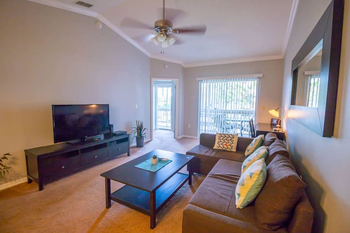 Close to Parks! Centrally Located  Condo! 2/2