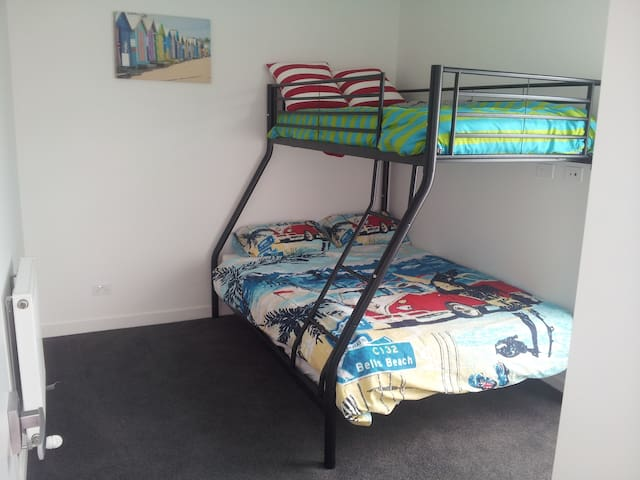 A bedroom on the beach sleeps 3. - Edithvale