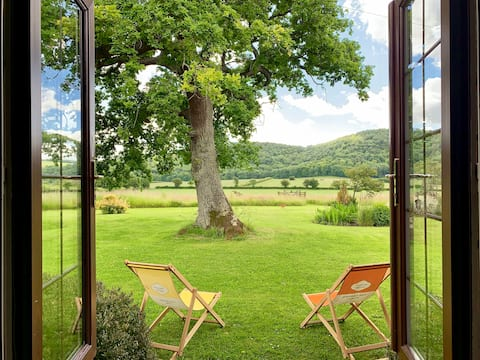 Tranquil self-contained studio. South Downs view.