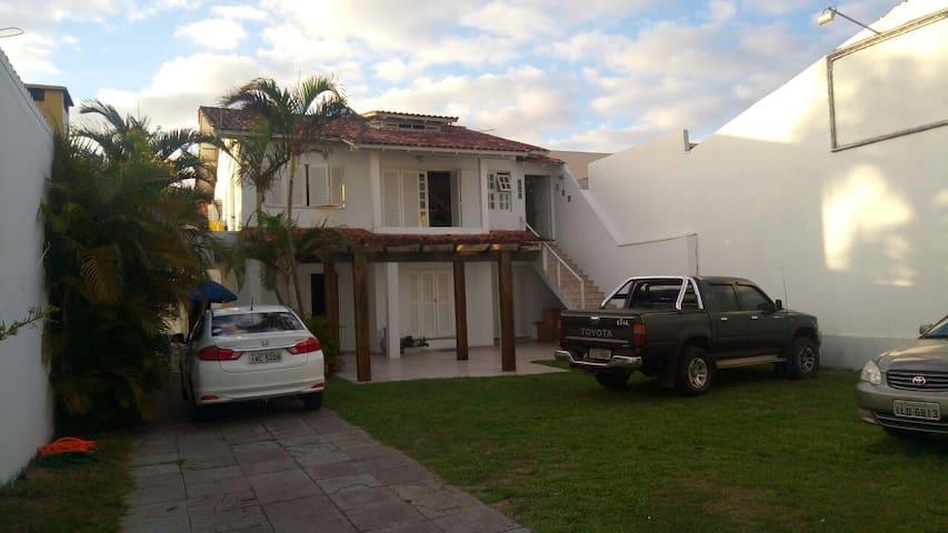 Casa 1 dorm, c/ garagem e churrasqu - Capão da canoa - House