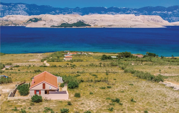 Amazing home in Pag with 2 Bedrooms and WiFi