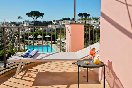 Suite Punta Carena a Casa Mariantonia - 阿纳卡普里 - 精品酒店