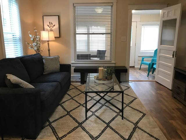 Clean Newly remodeled 2 bedroom house