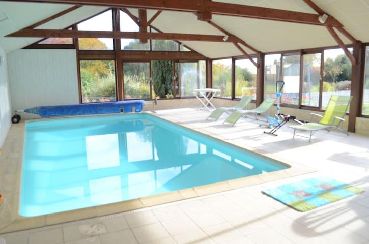 Gîte avec piscine intérieure chauffée