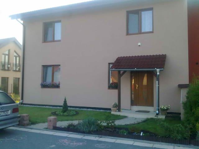 Ubytovani v domě pro 1-4 osoby - Sezemice - Haus