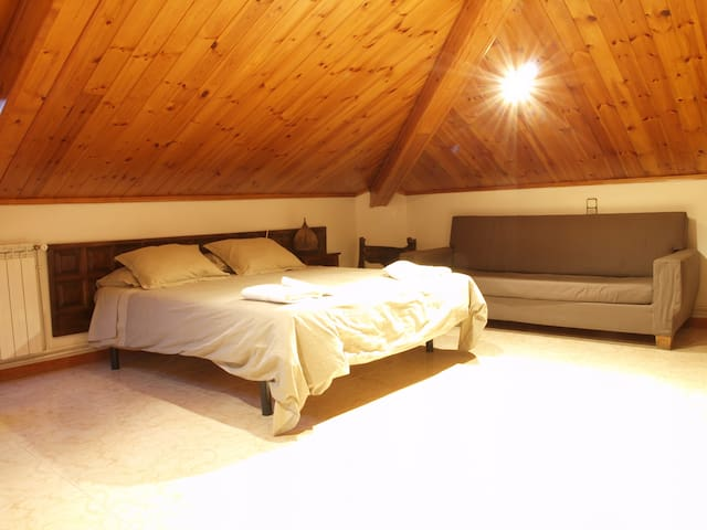 Habitació Triple amb bany compartit - Vilaller - Apartamento