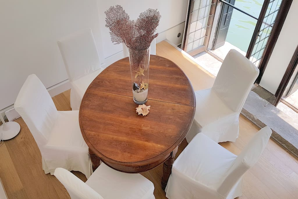 end of '800 wooden dining table with 6 armchairs