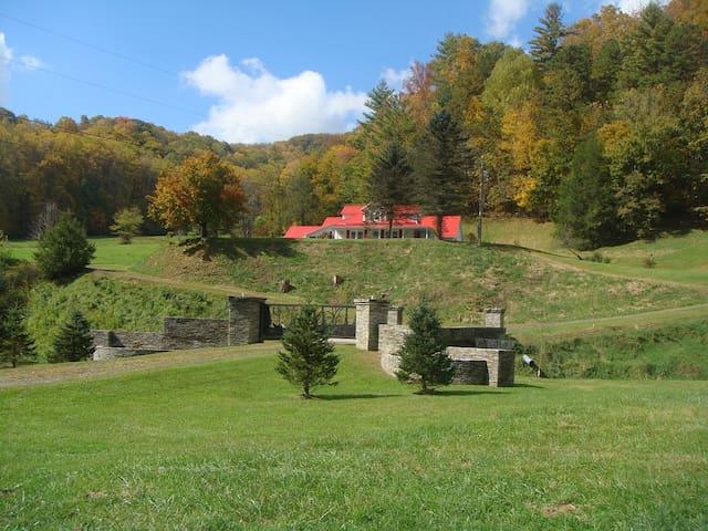 Spectacular Mountain Views on 42 acres Estate