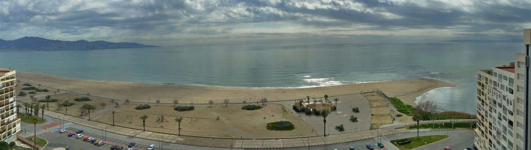 Direct view of the beach and sea. - Empuriabrava - Daire