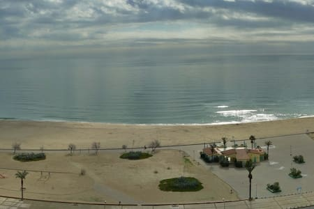 Direct view of the beach and sea. - Empuriabrava - Lejlighed