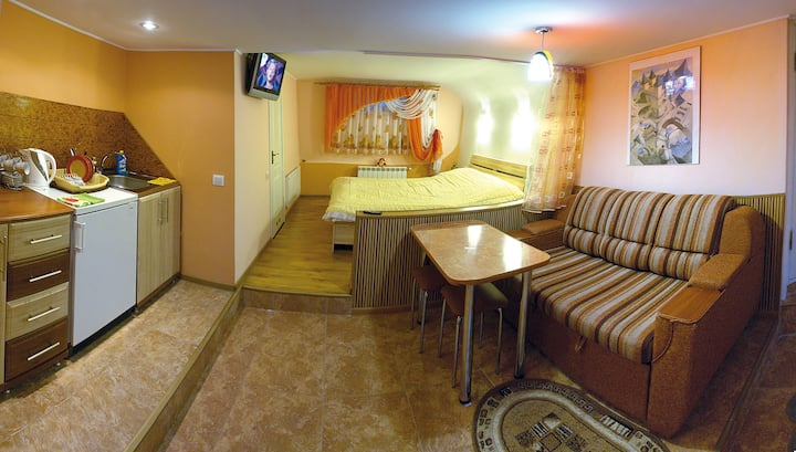 Квартира-студия в частном доме.