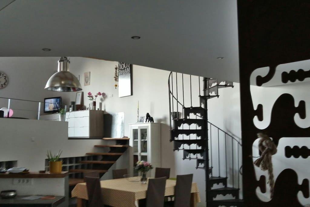 sud de france loft 180m2 jaccuzzi ext rieur lofts louer tressan languedoc roussillon. Black Bedroom Furniture Sets. Home Design Ideas